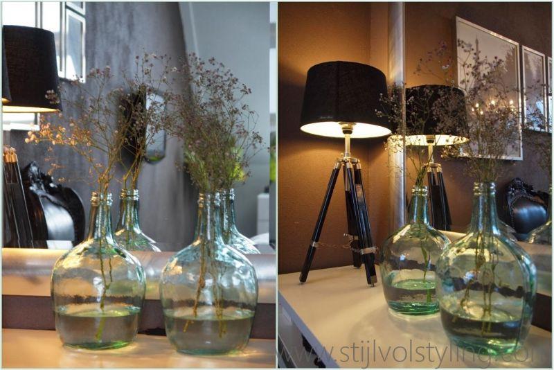 Interieurtrend vazen kruiken flessen van gekleurd glas stijlvol styling woonblog - Decoratie stijl van de bergen ...