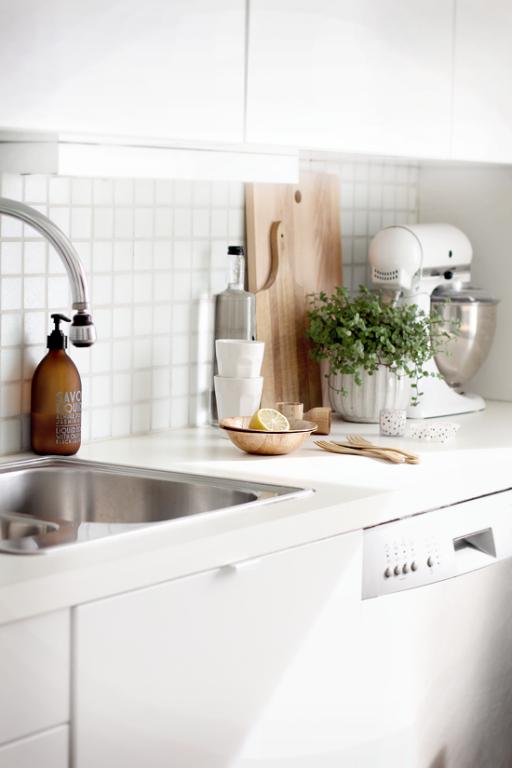 Interieur keuken styling met snijplanken stijlvol styling woonblog - Decoratie idee ...