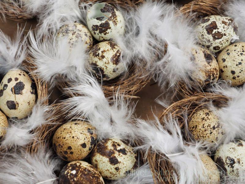 Feest styling | Pasen | Decoreren met eieren #feestdagen #idee #decoratie #pasen #woonblog - www.stijlvolstyling.com