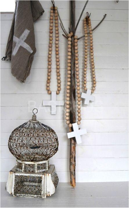 Interieur decoratie met de houten kralen ketting stijlvol styling woonblog - Model van interieurdecoratie ...