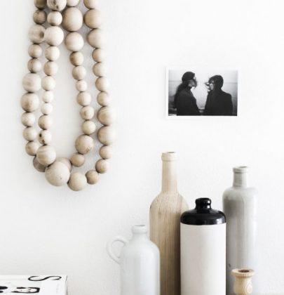 Interieur | Decoratie met de houten kralen ketting