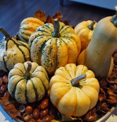 Wonen & seizoenen   Herfst decoratie met pompoenen en kalebassen