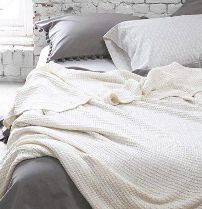 Interieur | 10x opgemaakt bed met gedrapeerde dekens