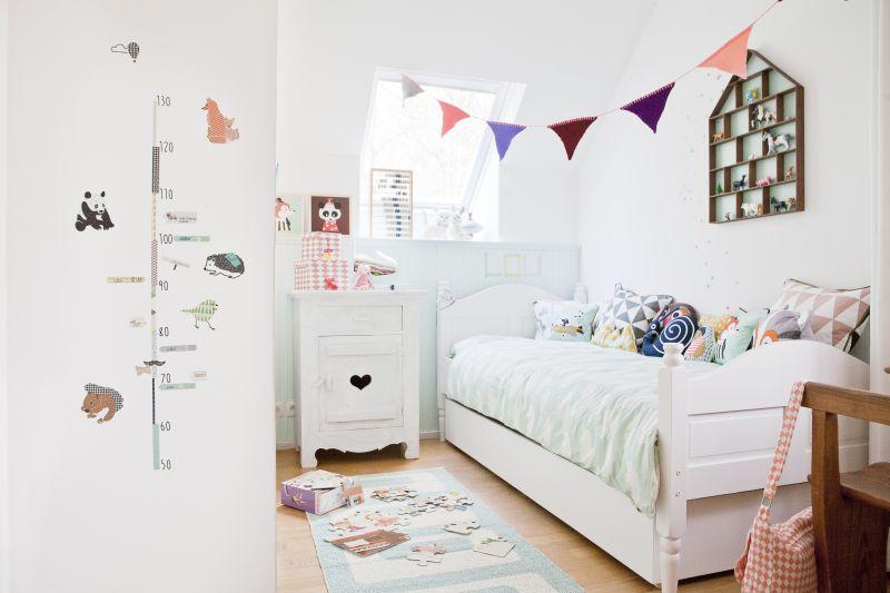 Interieur kids kinderkamer in mintgroen voor kleine lou stijlvol styling woonblog - Gordijn voor baby kamer ...