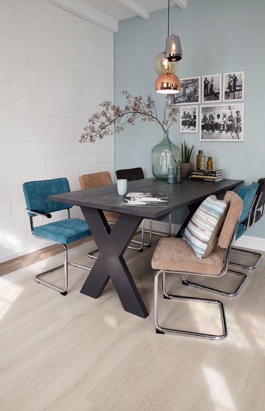 Dit blauw met grijze patchwork tapijt is gemaakt van een for Praxis vloerkleed