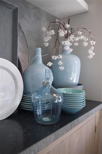 Interieur een blauw interieur fris modern of toch chique stijlvol styling woonblog - Interieur decoratie modern hout ...