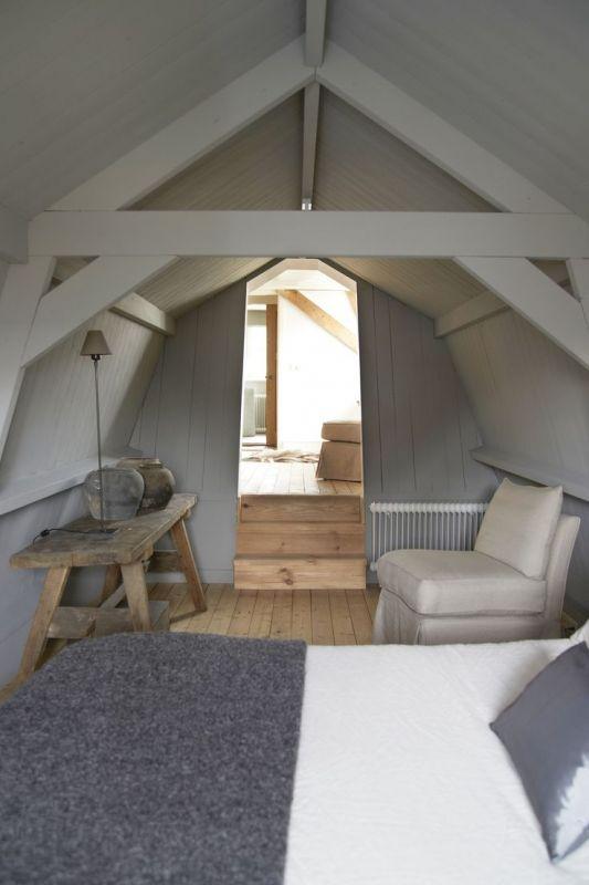 Interieur slaapkamer op zolder stijlvol styling woonblog - Grijze slaapkamer ...