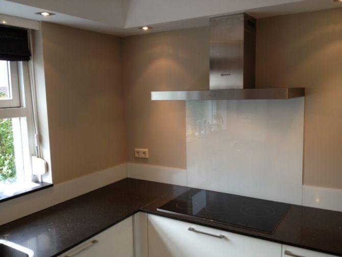Interieur keukenglas geeft je keuken een luxe uitstraling stijlvol styling woonblog for Keuken met glas