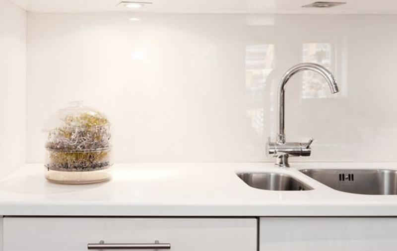 Keuken Uitzoeken Tips : Interieur Keukenglas geeft je keuken een luxe uitstraling