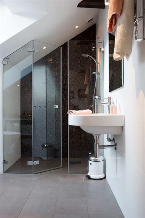 Interieur badkamer op zolder stijlvol styling woonblog - Badkamer in een kamer ...