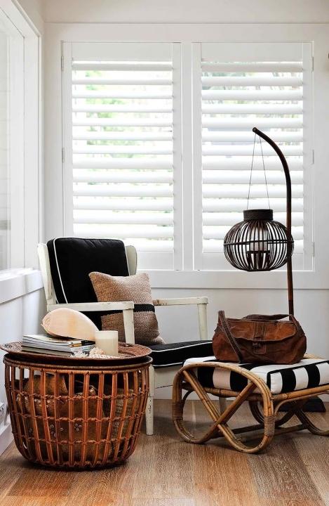 Binnenkijken | Interieur in zwart, wit en hout • Stijlvol Styling ...