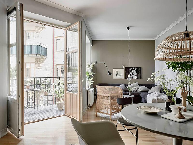 Binnenkijken sfeervol interieur in grijs groen en wit stijlvol styling woonblog - Deco toilet grijs ...