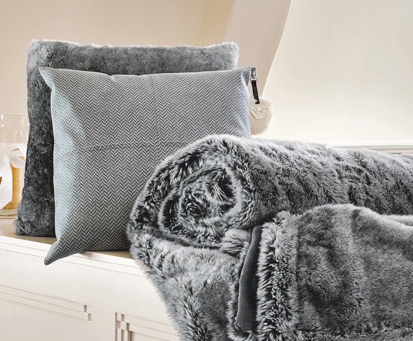 Interieur modern chic wonen met wilhelmina designs stijlvol styling woonblog - Kussen bont grijs ...