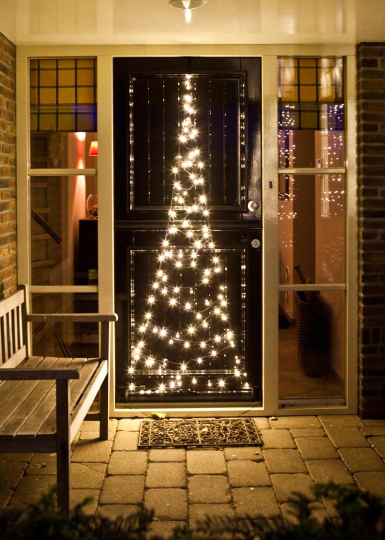 buitenleven de mooiste kerstverlichting voor tuin of. Black Bedroom Furniture Sets. Home Design Ideas