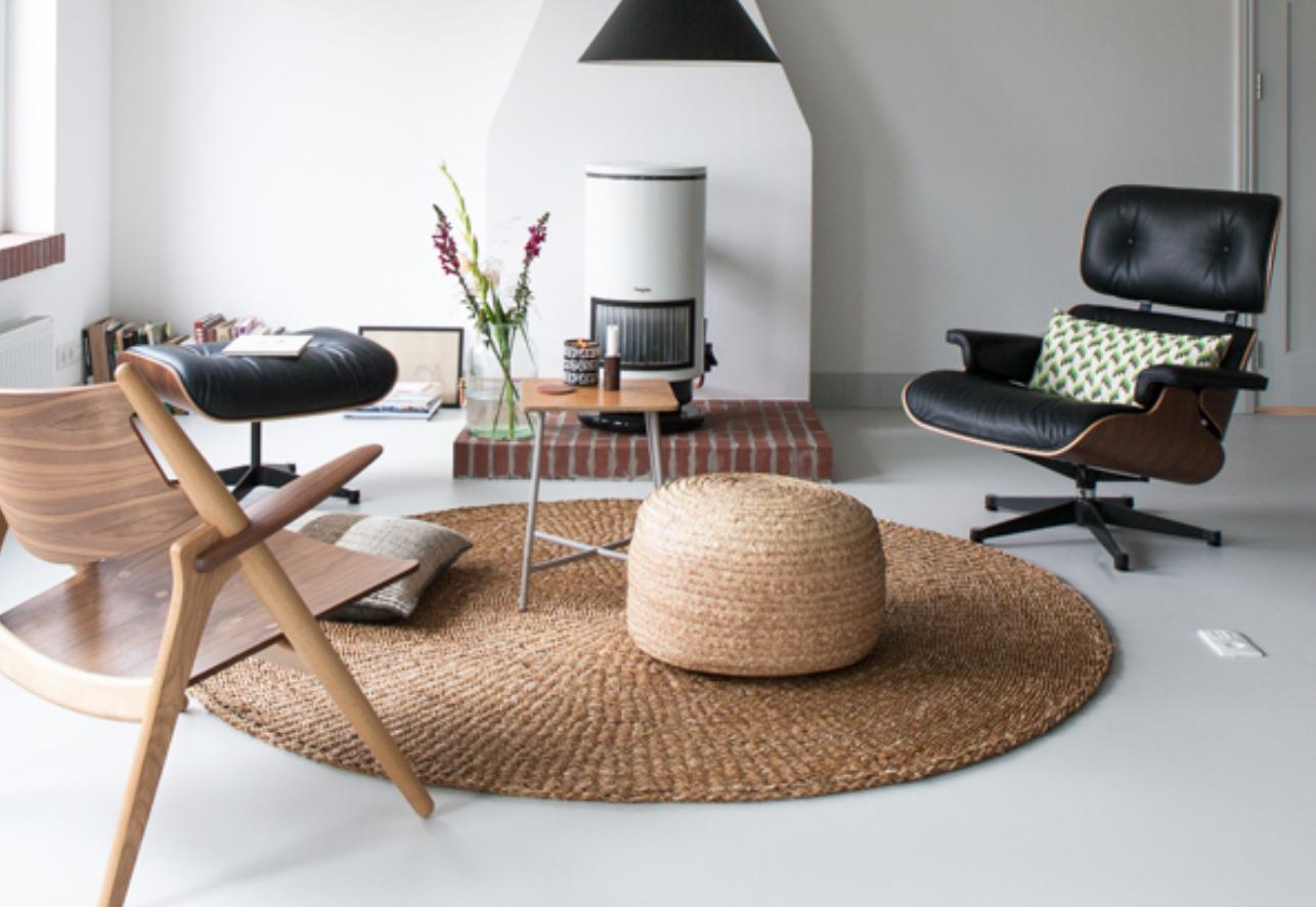 interieurtrend vazen kruiken flessen van gekleurd glas stijlvol styling woonblog. Black Bedroom Furniture Sets. Home Design Ideas