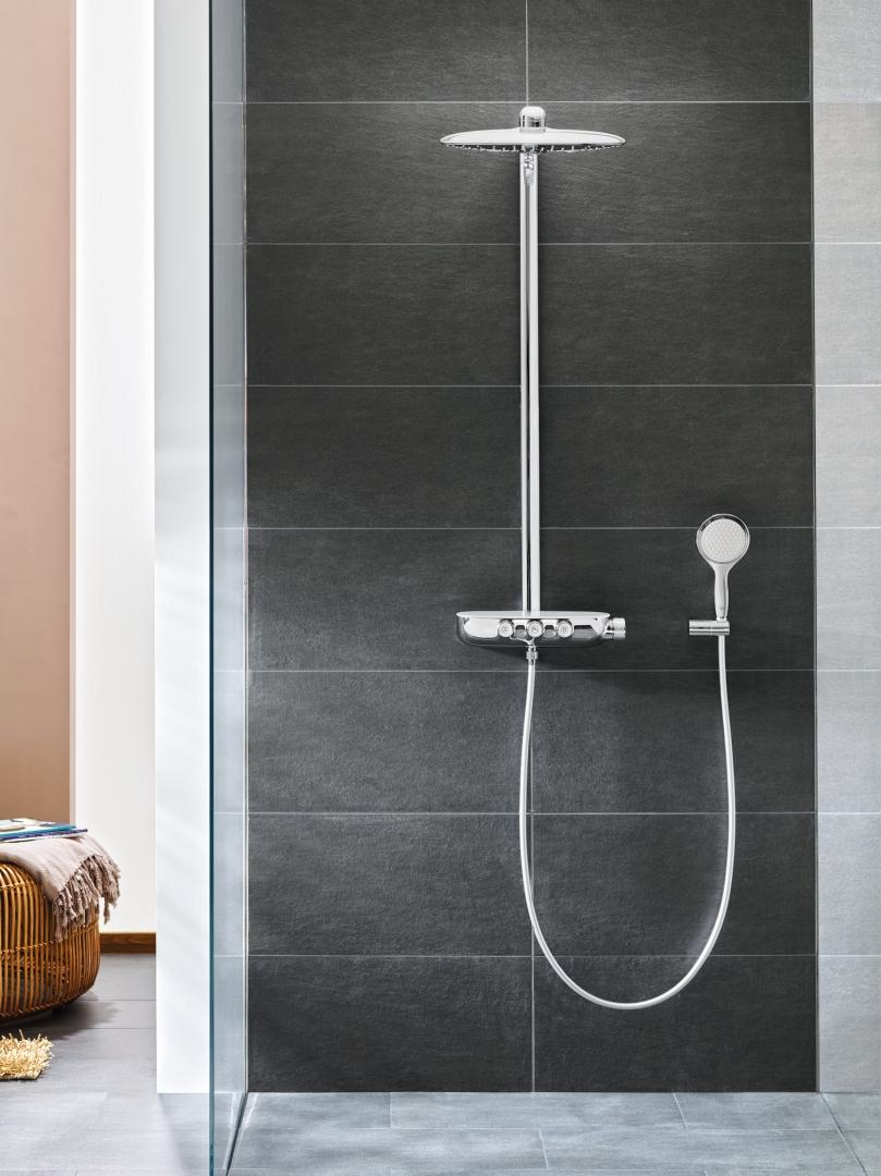Interieur inspiratie een regendouche in de badkamer for Bekende nederlandse interieur designers