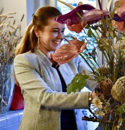 DIY   Bloemstuk maken van Anthuriums en droogbloemen