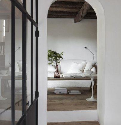 Binnenkijken | Huis uit de 13e eeuw in Frankrijk door am designs